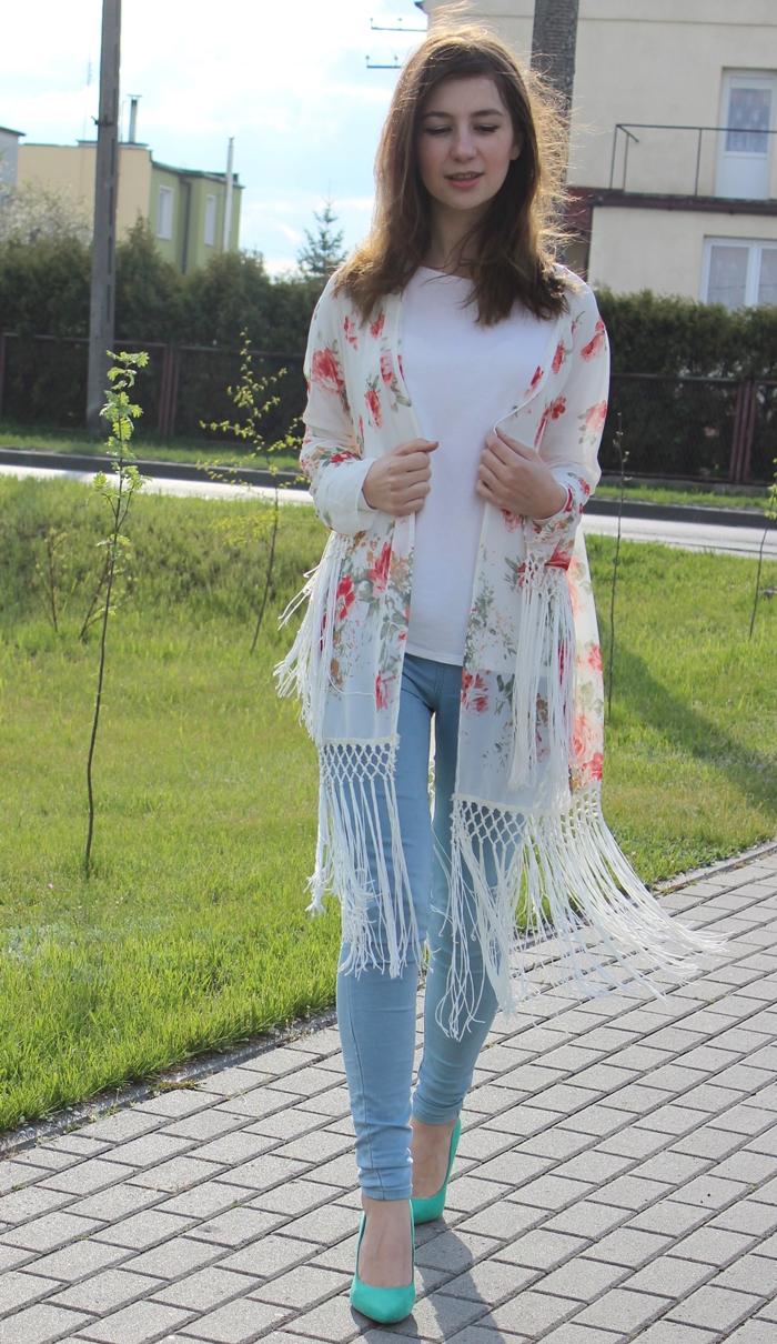 kimono, strój, styl, jasne kimono w kwiatki