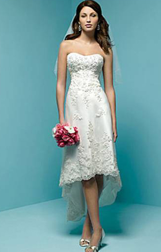 You can also enjoy some really low prices on beach wedding dresses online