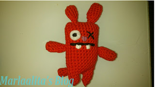Monstruito rojo, ugly bunny charm, ganchillo, crochet, amigurimi