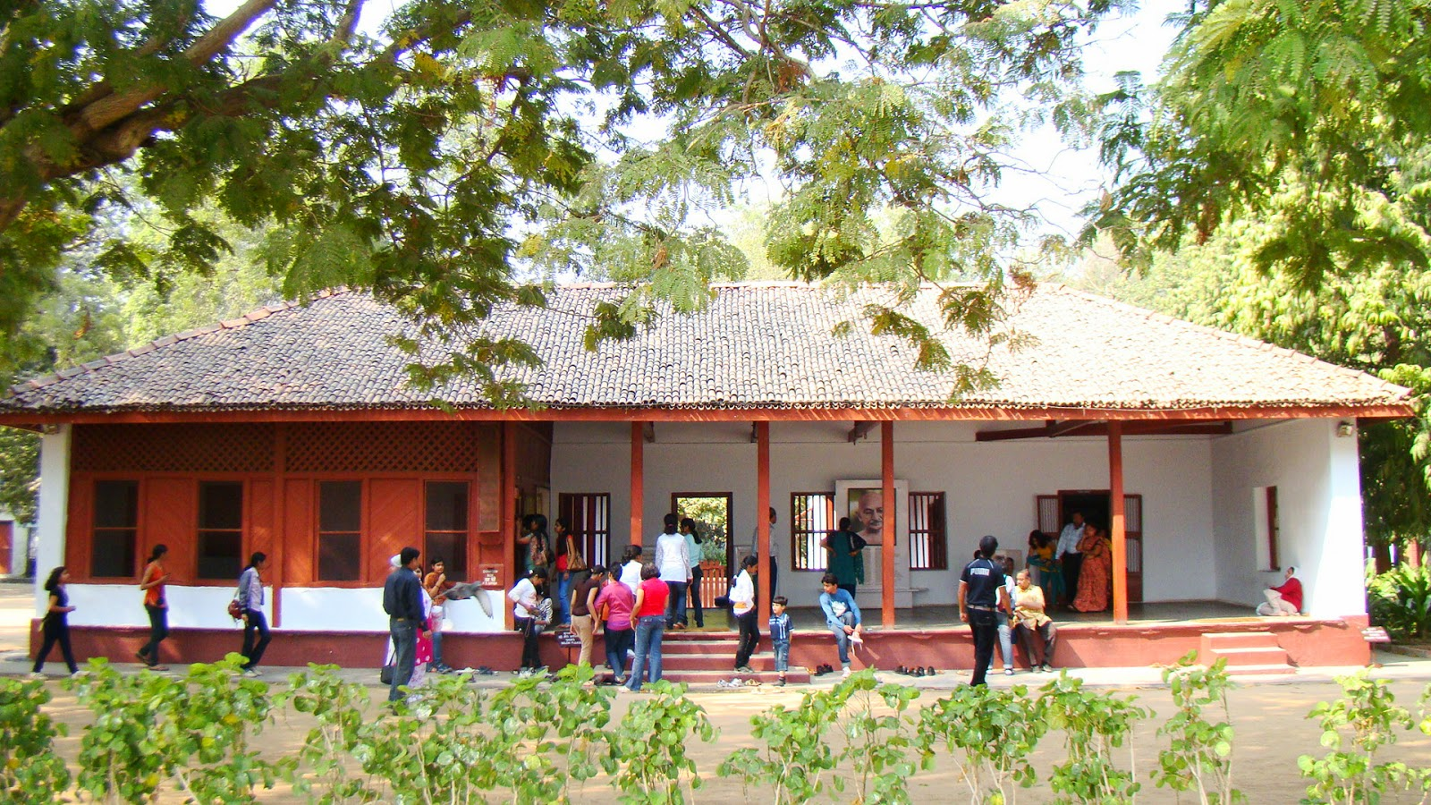 sabarmati ashram essay Welcome to the official website of sabarmati ashram gandhi ashram is located in the sabarmati suburb of ahmedabad, gujarat sabarmati ashram was witness to many historical events that shook up the british empire.