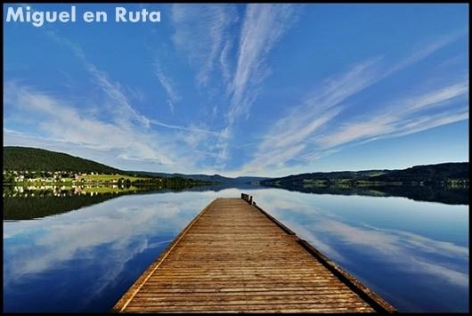 Colores-del-agua-lago-Noruega