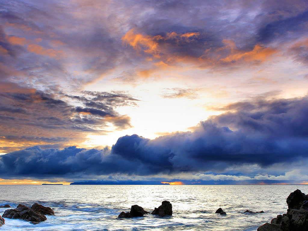 http://1.bp.blogspot.com/-PWESpxz5KMQ/TnJ5uIDd_MI/AAAAAAAAglc/LPOeiGOzmak/s1600/Beautiful+Ocean+Scenery+Wallpaper__yvt2.jpg