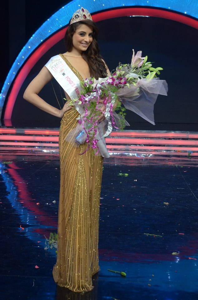 Zoya Afroz, 2nd runner up of Pond's Femina Miss India 2013, strikes a pose for the shutter-bugs after winning the title.