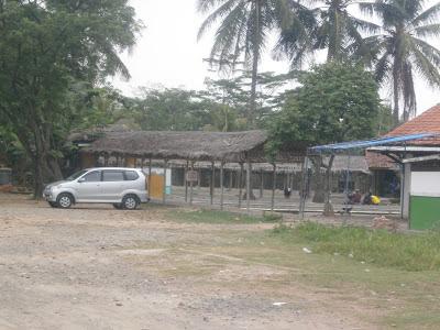 Pemancingan cibarusah, Tiara merupakan tempat mancing sekaligus tempat makan, Tersedia tempat untuk meeting dan pertemuan keluarga