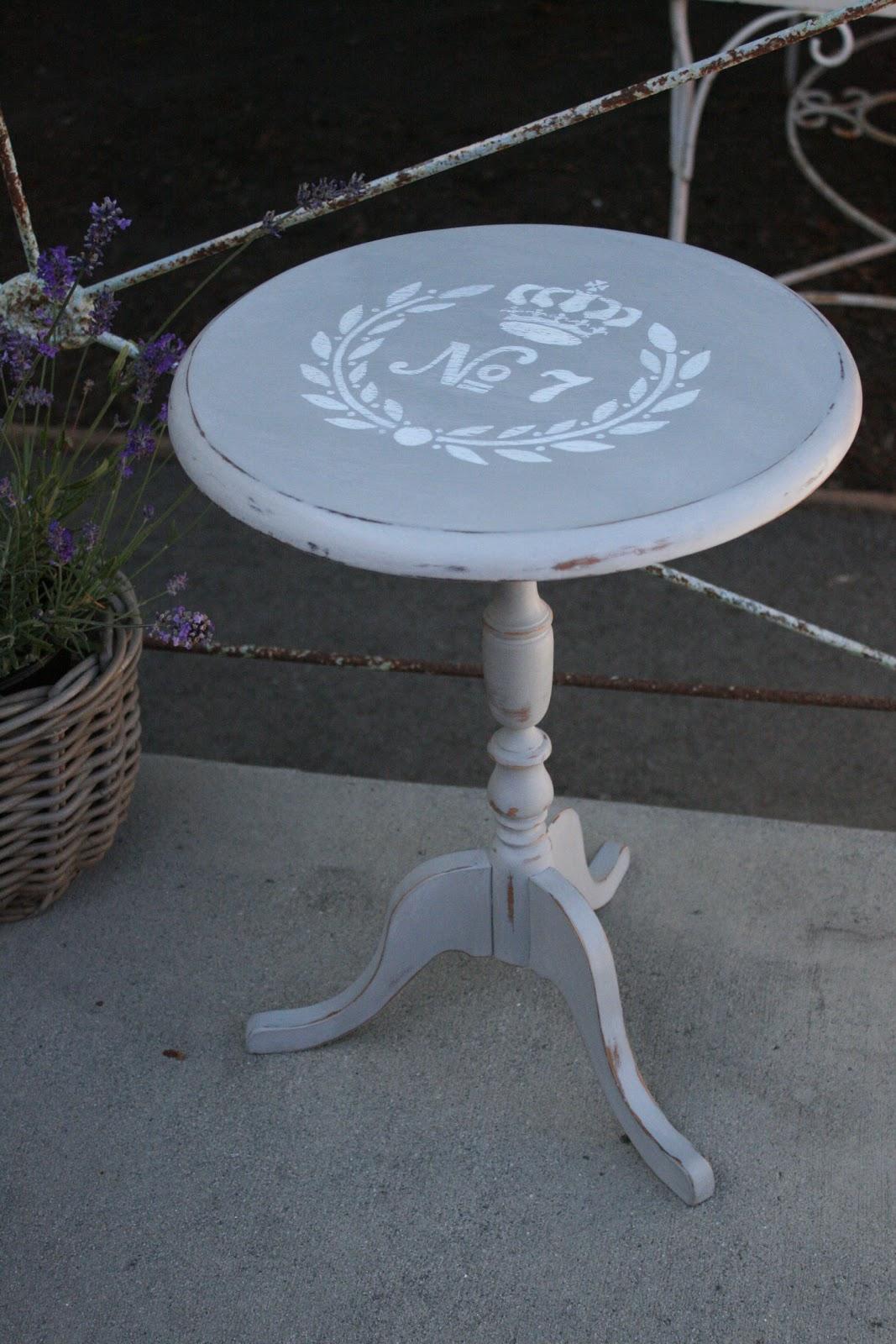 White Pedestal Side Table   Reloved Rubbish Paris Gray Pedestal Side Table