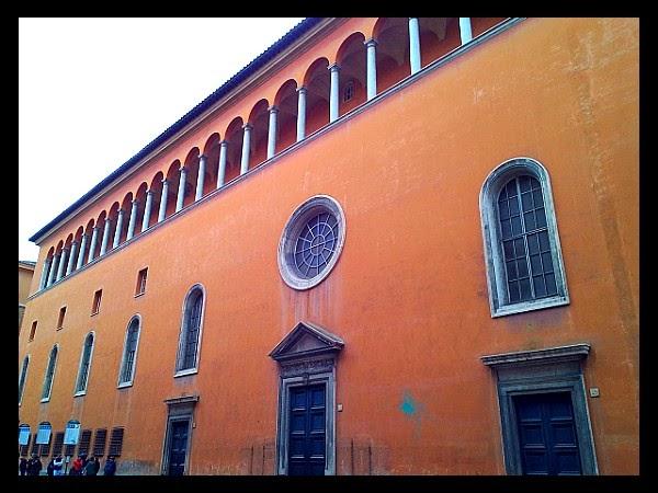 Tylna elewacja kościoła S. Giacomo degli Spagnoli