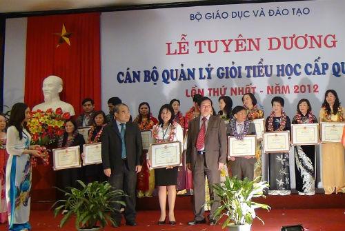 Nhà giáo ưu tú Ngô Thị Kim Dung: Hết lòng vì sự nghiệp trồng người