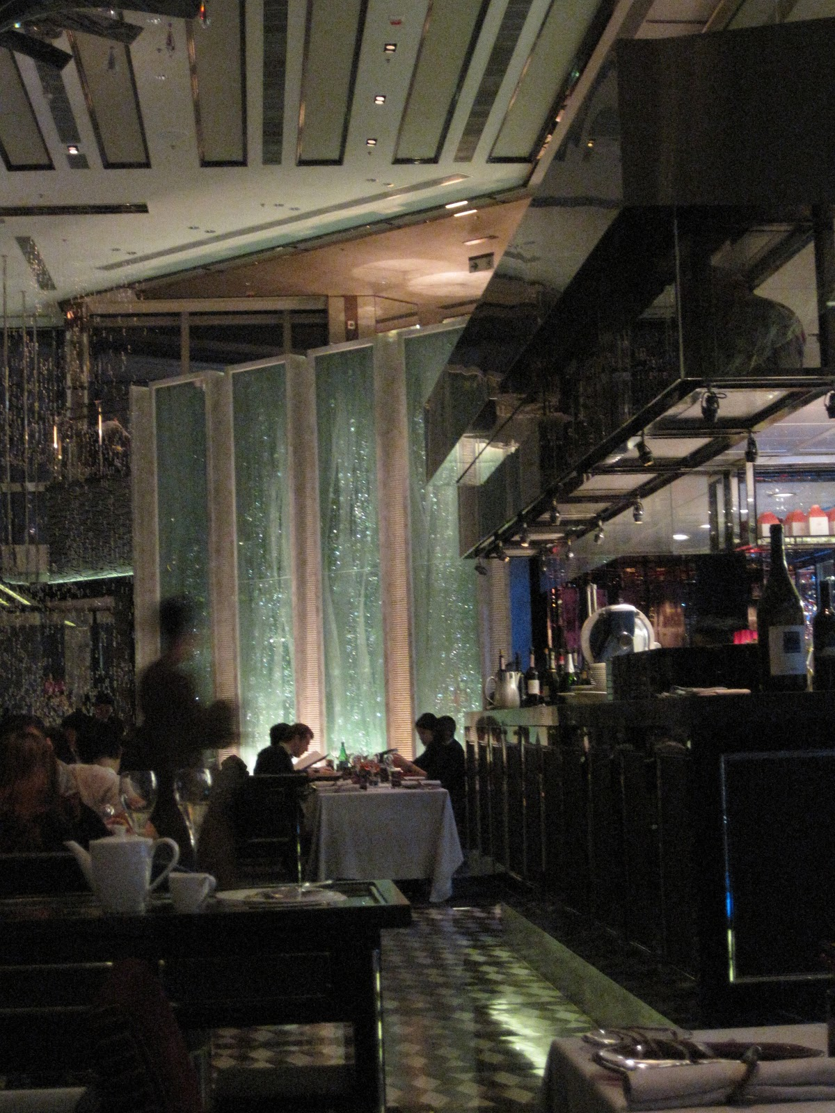 Ritz carlton hong kong the restaurant on 102nd floor la for 102nd floor