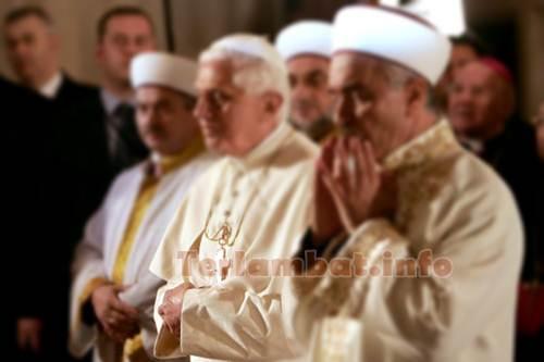 Foto Paus Masuk Islam Sholat Di Mesjid Biru Turki