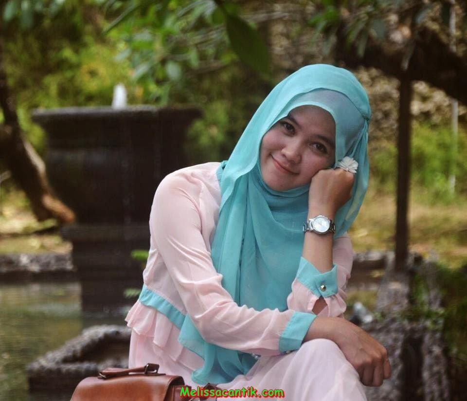 Foto Wanita Muda Berjilbab Paling Cantik di Indonesia 2014