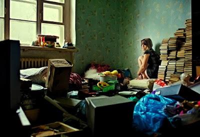 buongiornolink - Travolta da una valanga di oggetti inutili