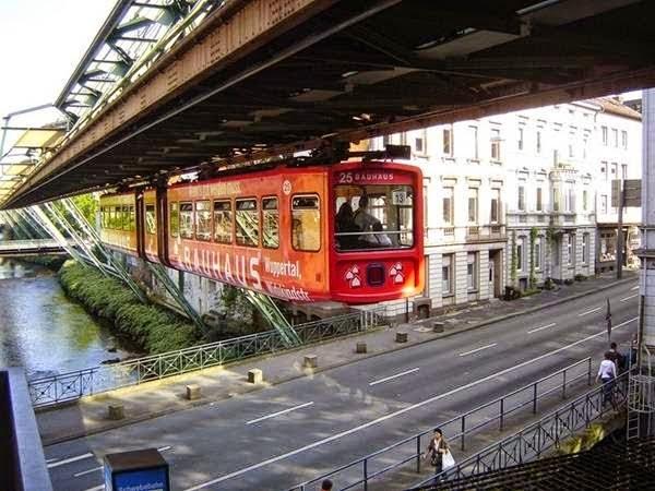 بالصور اول قطار معلق فى العالم