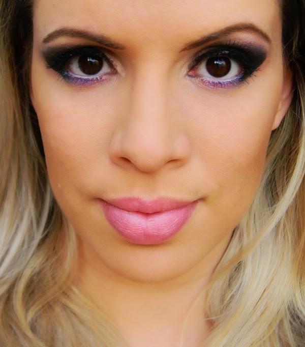 vídeo ensinando maquiagem violeta