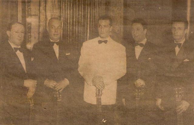 Hugo del Carril con cuatro guitarristas