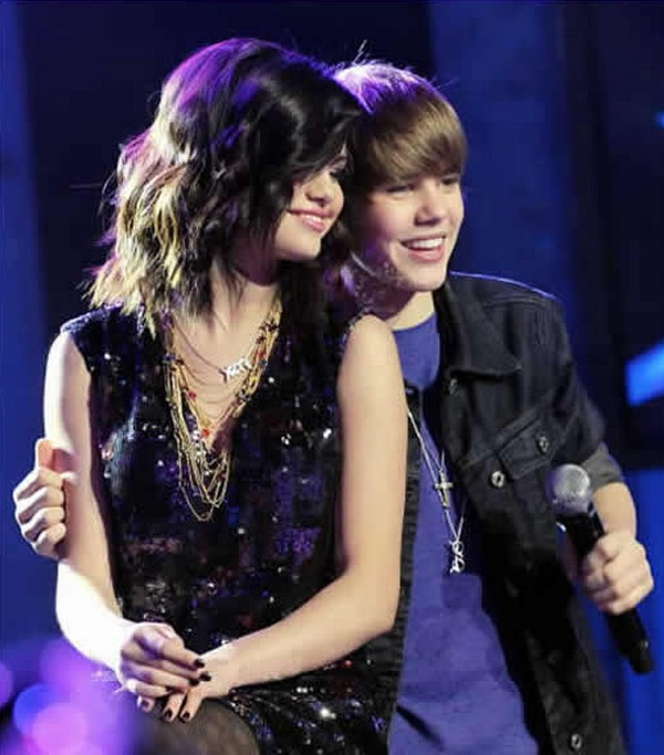 bieber and gomez on yacht. justin ieber and selena gomez