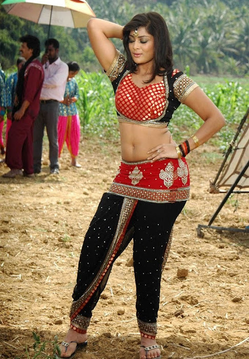 soundarya jayamala spicy actress pics