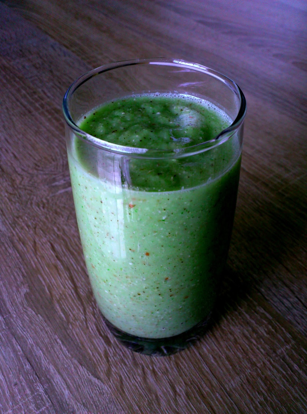 Kiwi fruit, Apple and Banana Smoothie