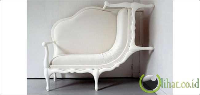 Sofa Memanjat Tembok
