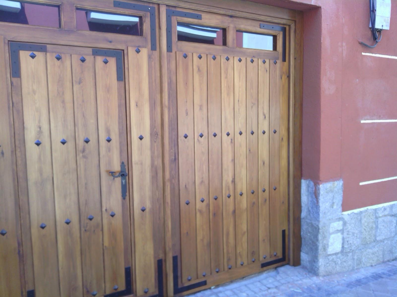 Portón de madera chalet en Villaviciosa de Odón.