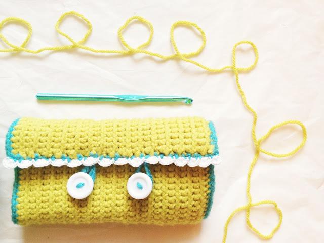 DIY crochet hook case! - M O T H E R OF B E E E S