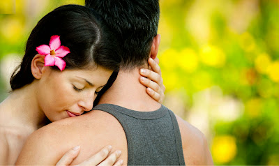 Beautiful-Hug-Love-Couple-Walpaper