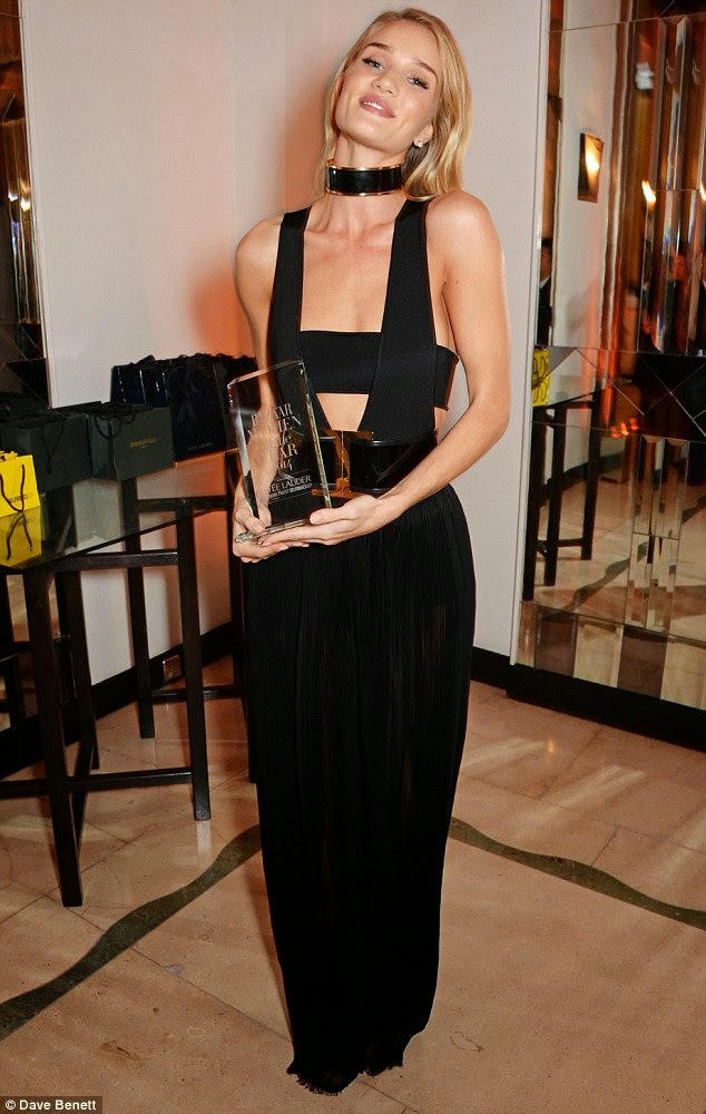 الموديل الجميلة روزي هنتنغتون تنال جائزة Model Of The Year Award