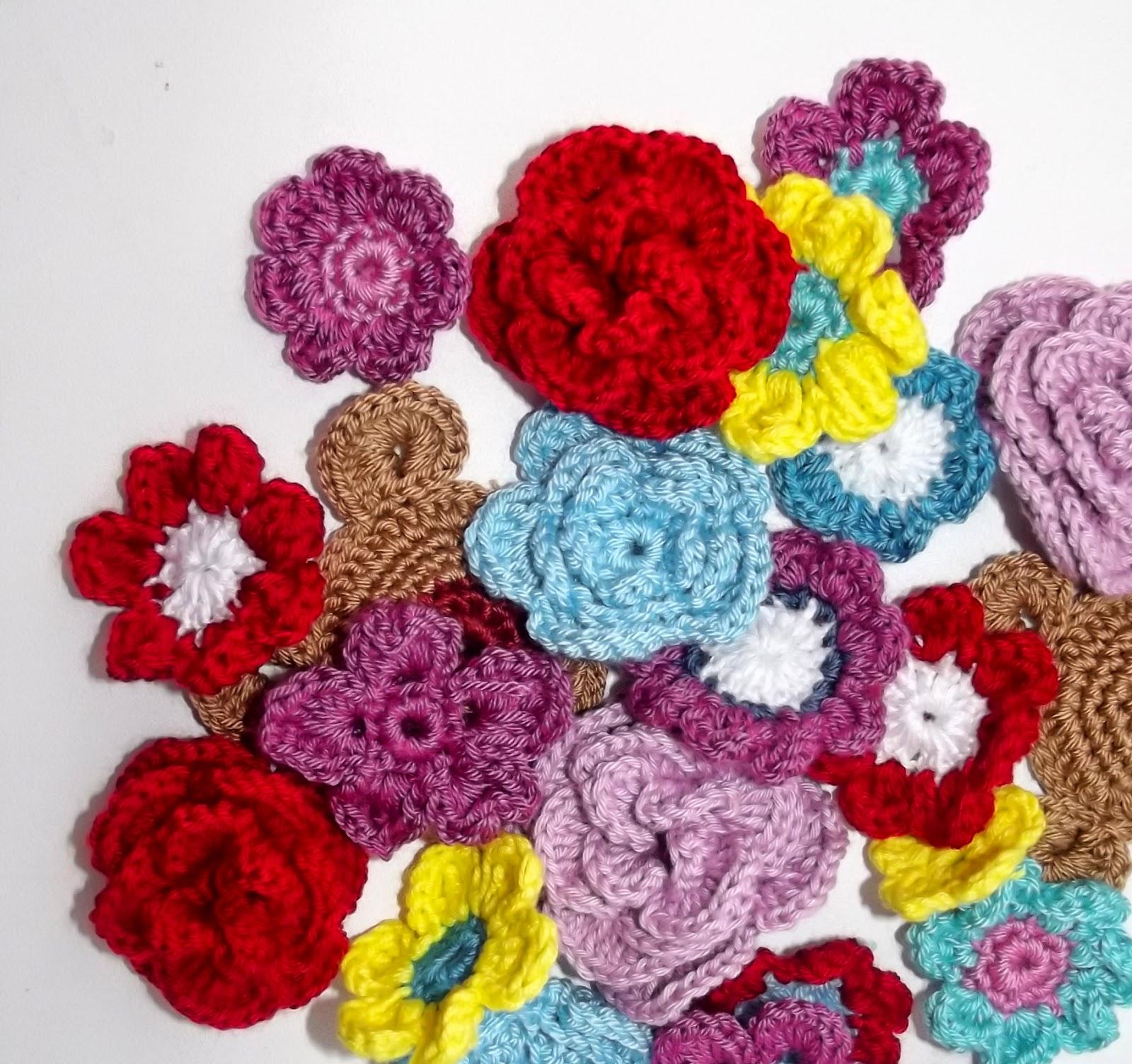 связанные крючком цветы