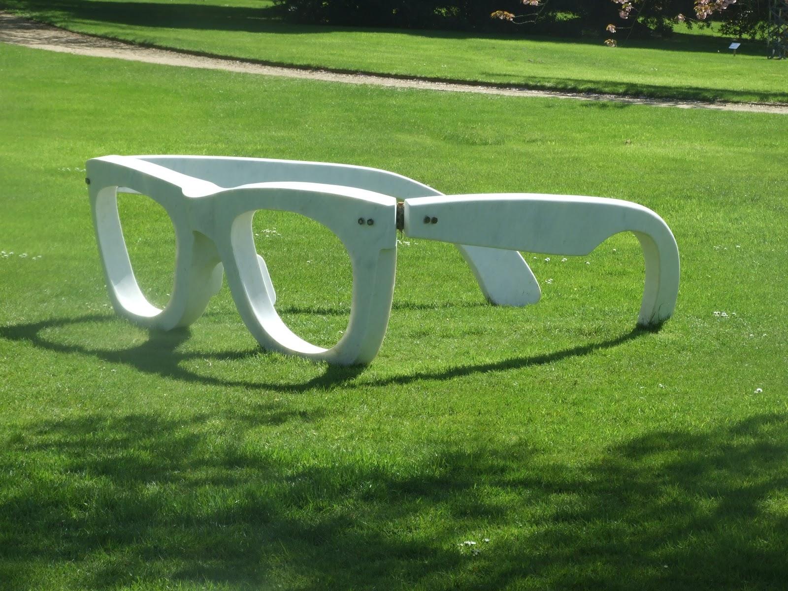 Sculpture-+Giant+Specs.JPG