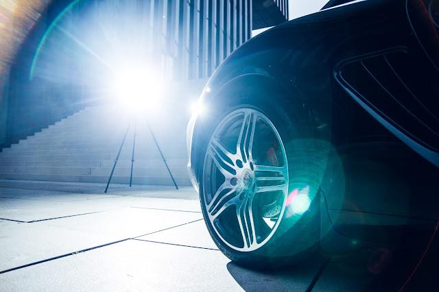 Rad von Porsche Auto mit Gegenlicht, Auto-Fotoshooting Andreas Blauth