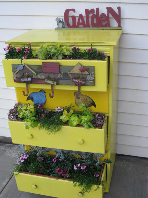 26 Creative Garden Junk ~ Idees And Solutions