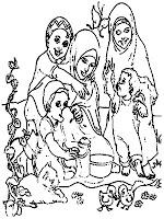 Silaturahmi Sambil Makan Bersama Dihalaman Belakang Rumah
