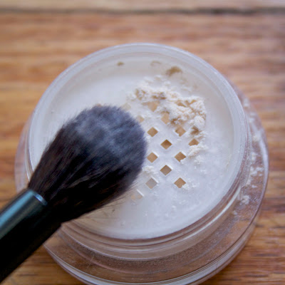 laura mercier translucent loose powder application