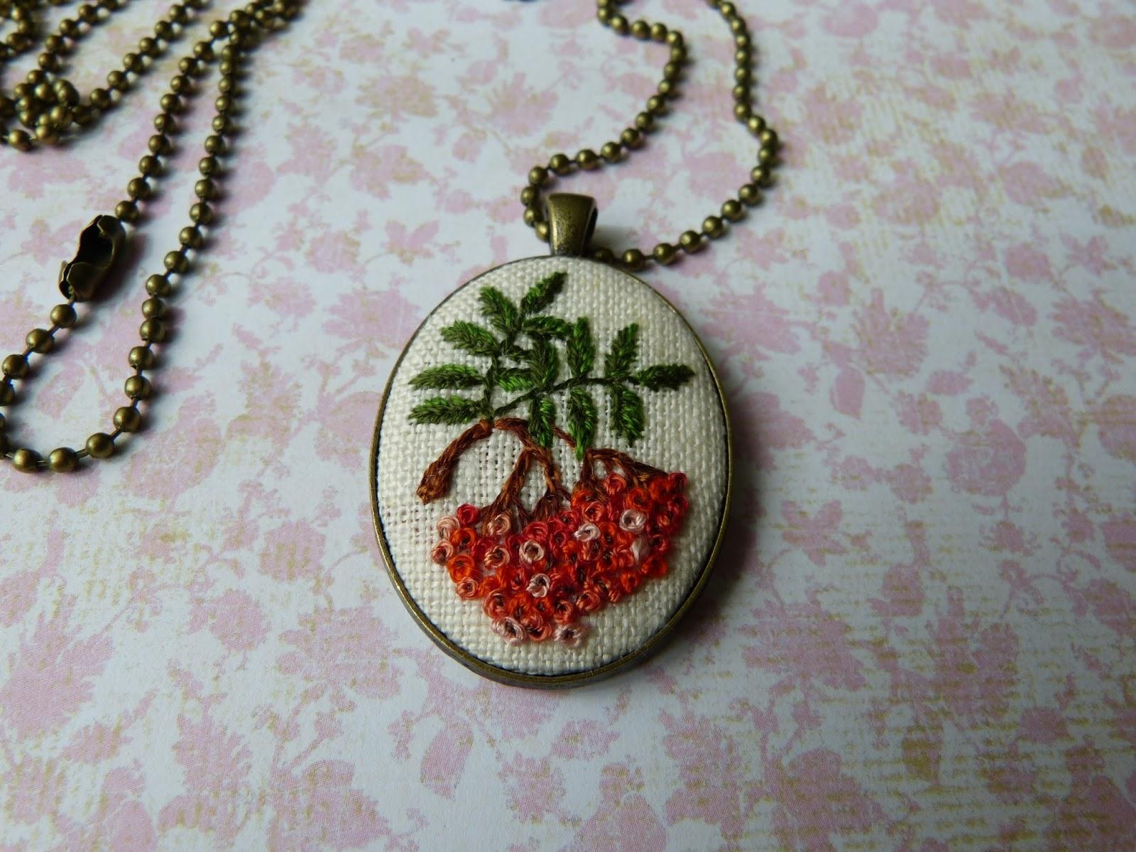 haftowana biżuteria, handmade jewerly, ebbroidered jewerly, broszka z haftem, embroidered pendant, embroidered brooch