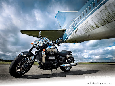 motos-chicas-custom-triumph-wallpaper-paisajes-atardecer