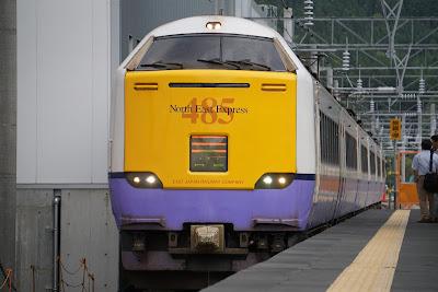 海峡線津軽今別駅に到着する485系3000番台白鳥