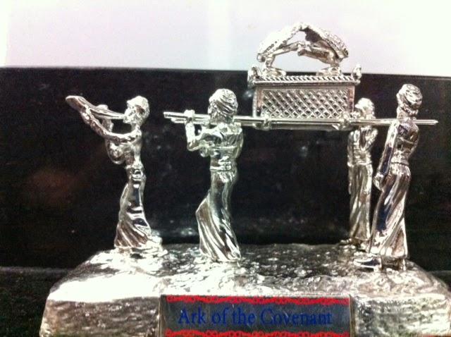 Arca sagrada con baño de plata 13x11x7.5 ctms.