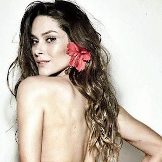 Fernanda Machado é outra musa brasileira que engrossa nossa listinha. A atriz já compartilhou no Instagram uma foto em que faz topless e fica de costas para o clique.