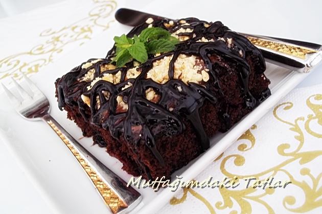 Çikolata ve Vişne Aşkını Tek Bir Lokmada Birleştiren Vişneli Islak Kek Nasıl Yapılır 18
