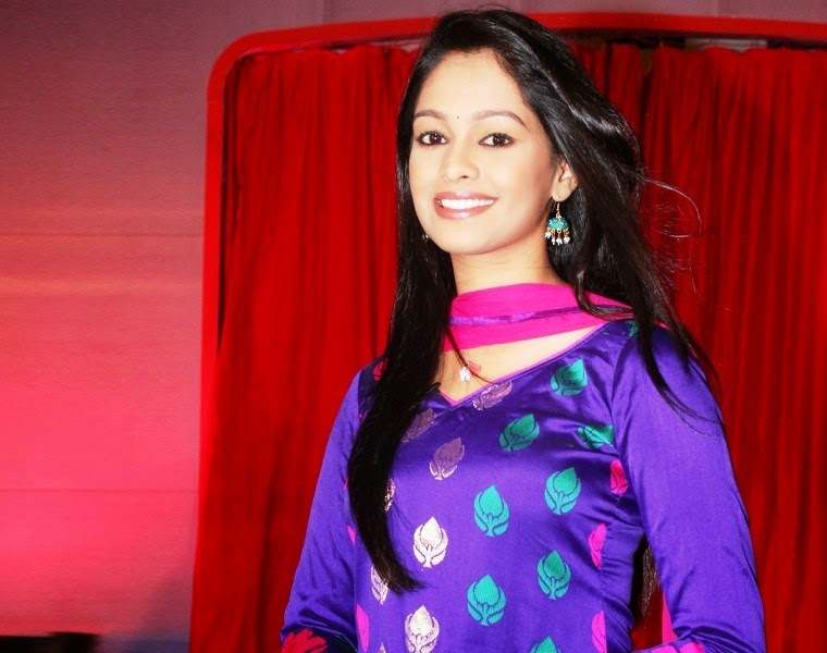 Mugdha Chaphekar shooting photos, Mugdha Chaphekar shooting wallpaper, Mugdha Chaphekar shooting images, Mugdha Chaphekar shooting pics