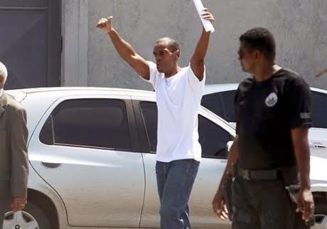 Após ser solto, ator preso por engano diz que perdoa mulher que o acusou de roubo Fora da prisão, R