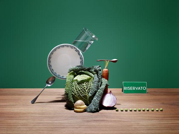 Karsten Wegener fotografia Elena Mora set designer comida equilibrio balança Sopão