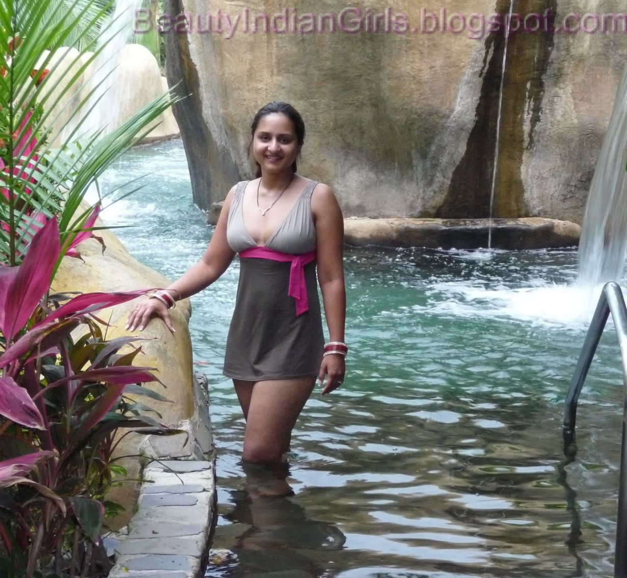 Wet desi aunty water park
