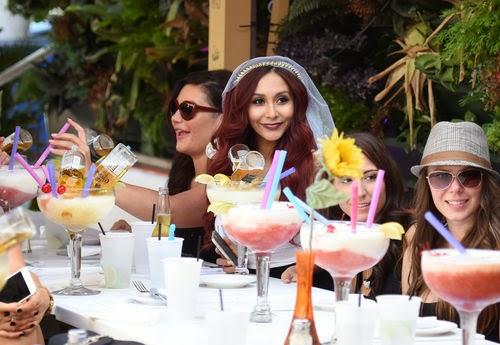 Snooki celebrates her bridal party