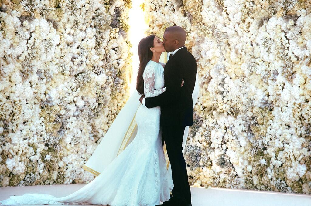 Kim Kardashian and Kanye West share their first kiss as a Married Couple