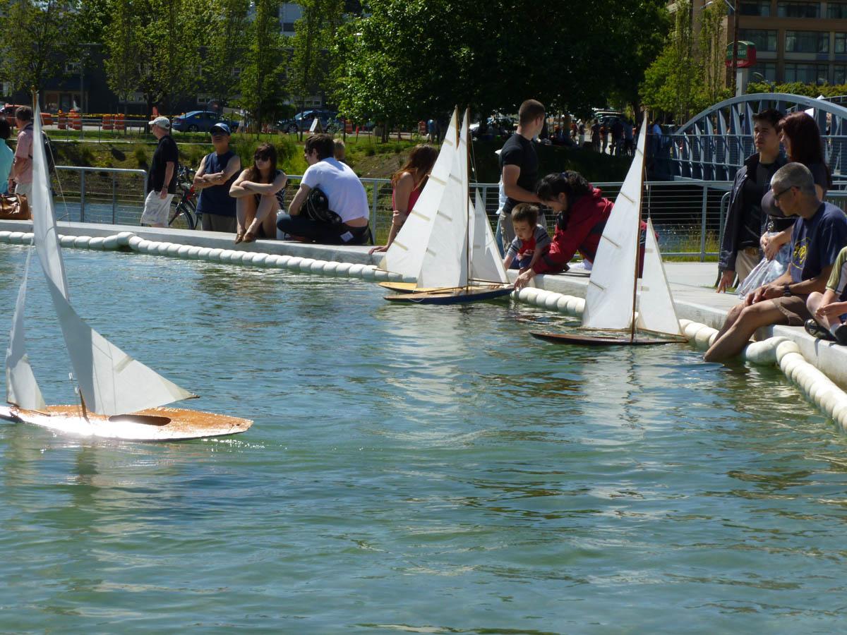 http://1.bp.blogspot.com/-PcmGrqpMjvY/ThJyppVu8MI/AAAAAAAACgM/7OzAdXhyKKs/s1600/pond%2Bboats.jpg