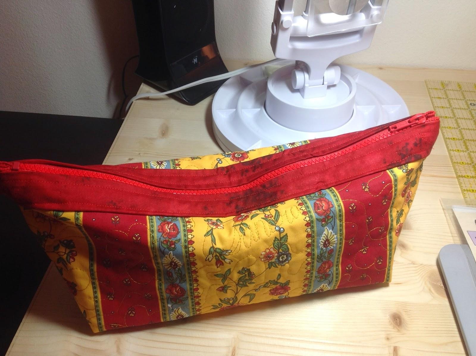 http://musingsofamenopausalmelon.blogspot.com/2014/02/provence-bag.html