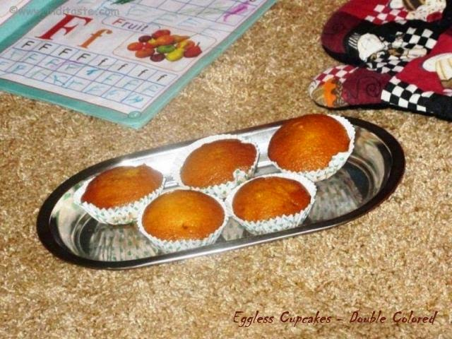 Eggless Cupcakes with Double Color