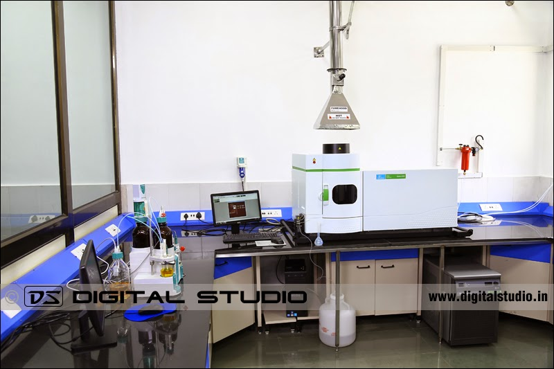Long shot photograph of a Pharma QC lab