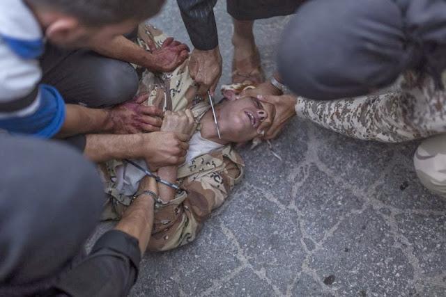 Повстанцы казнят молодого человека в Сирии