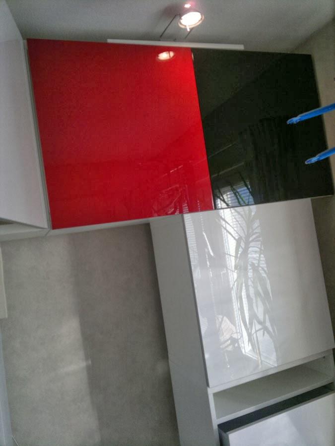 Bestå bokhylla med pianolack: Här lite andra färger för att få mer färg!